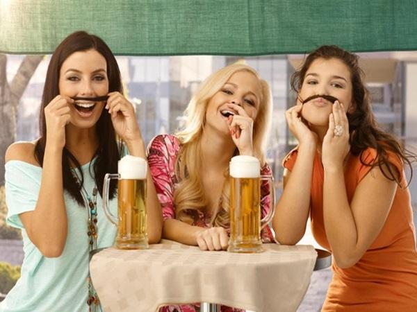 Tại sao phụ nữ nên uống 1 cốc bia mỗi ngày?