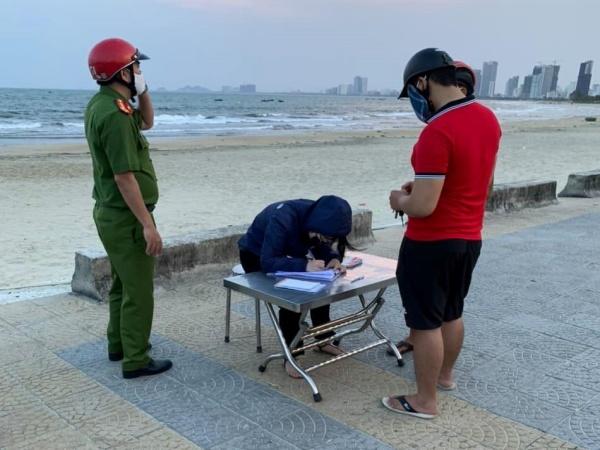 Thêm 12 người bị xử phạt vì không đeo khẩu trang nơi công cộng ở Đà Nẵng