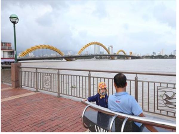 Thủ tướng Singapore Lý Hiển Long đăng ảnh Cầu Rồng lên Facebook sau khi tới Đà Nẵng