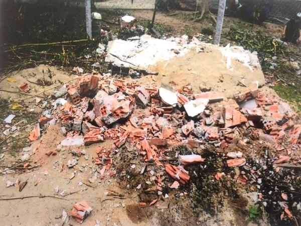 Tiền Giang: Con rể vay 300 triệu đồng không trả lãi, mộ mẹ vợ bị chủ nợ đào, đốt hài cốt
