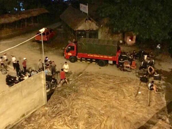 """Lực lượng """"người nhái"""" trắng đêm lặn tìm nam thanh niên 28 tuổi nhảy sông Sài Gòn mất tích"""