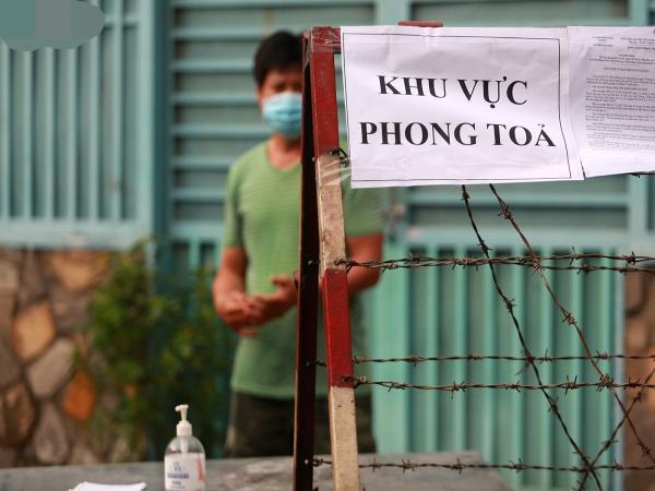 TP.HCM cách ly 52 hộ dân, lấy mẫu 197 người sống gần nhà bệnh nhân 1347