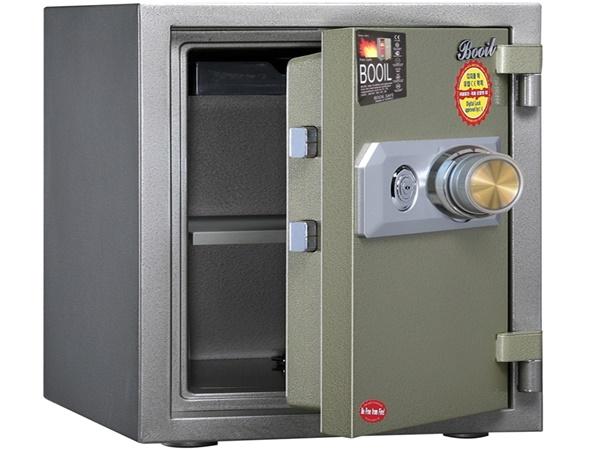 Trộm mở két sắt lấy 200 ngàn USD, bỏ lại cả đống nữ trang