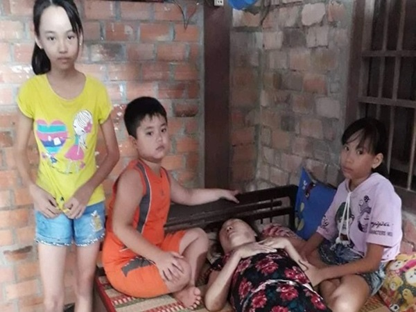Trung thu đượm buồn của ba đứa trẻ không cha, đau đớn nhìn người mẹ nằm chờ chết vì thiếu tiền chữa bệnh