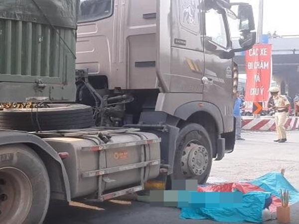 TP.HCM: Va chạm với container, hai vợ chồng tử vong thương tâm, con gái 5 tuổi bị thương nặng