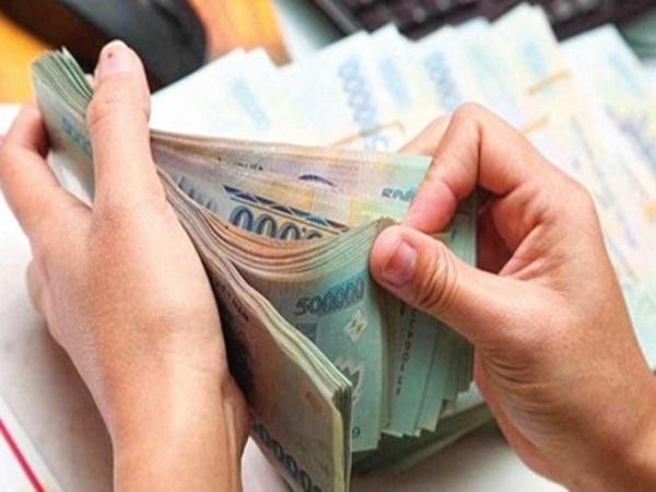 """Vợ tiêu tiền không rõ nguồn gốc do chồng đưa có thể mắc tội """"rửa tiền""""?"""