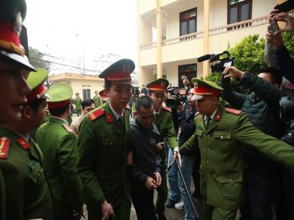 Xét xử vụ chạy thận 9 người chết ở Hòa Bình: Bác sĩ Hoàng Công Lương vắng mặt vì lý do sức khỏe