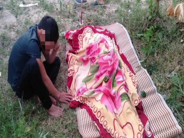 Về nhà giỗ bố, 2 con khóc ngất khi nghe tin mẹ chết đuối thương tâm dưới ao