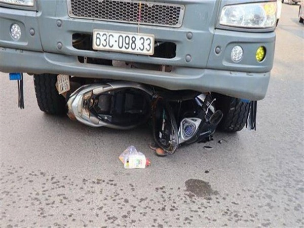 Xót xa hiện trường vụ 2 mẹ con tử vong thương tâm dưới bánh xe tải