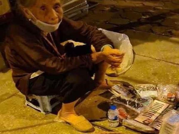 Mùa dịch Covid-19, xót cảnh bà cụ 80 tuổi ngồi thu lu bán hàng xén trong đêm vì sợ đói và không có tiền trả tiền phòng