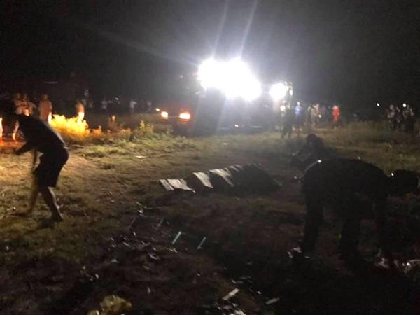 Xót cảnh người thân chờ suốt đêm tìm thi thể 2 mẹ con và cháu 7 tuổi chết đuối dưới sông
