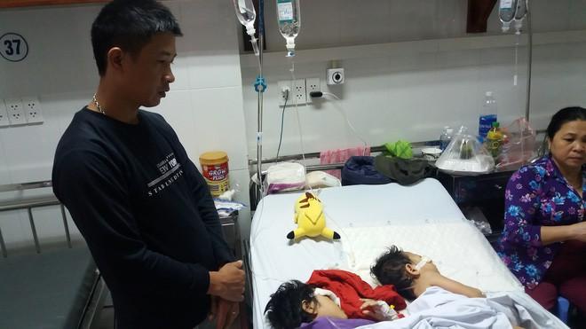 Xót xa cảnh 2 con gái oằn mình trên giường bệnh sau vụ tai nạn mẹ ra đi mãi mãi - Ảnh 1