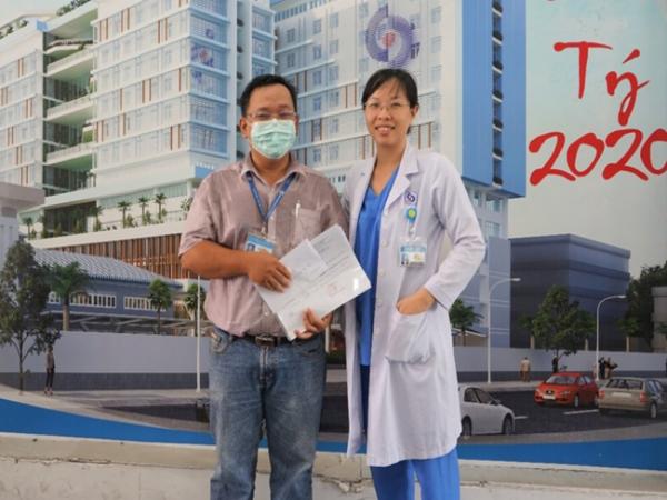 """Xúc động lời nữ bác sĩ nhắn chồng ra Đà Nẵng chống dịch COVID-19: """"Hai con em sẽ lo, mong anh 2 chữ bình an trở về"""""""