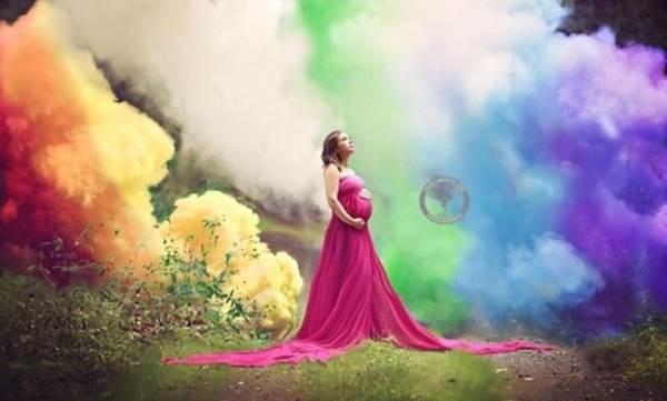 Rơi nước mắt bức ảnh của mẹ trẻ với 'em bé cầu vồng' - Ảnh 1