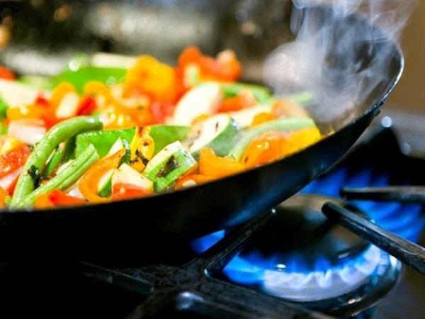 Loạt sai lầm khi nấu ăn ngày Tết rất dễ gây ung thư