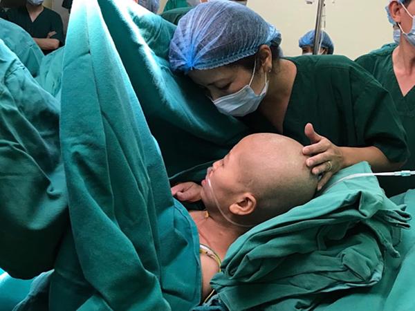 Ca mổ bắt con cho sản phụ ung thư giai đoạn cuối