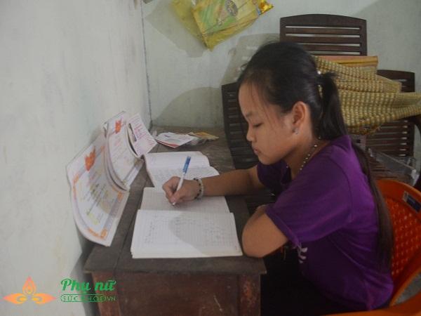 Xót cảnh cô bé hiếu học chăm mẹ bại liệt có nguy cơ nghỉ học sớm vì gia cảnh nghèo túng - Ảnh 5