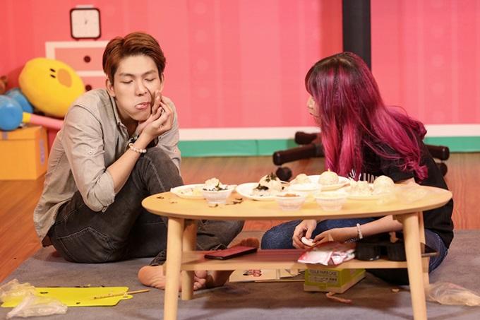 Kelvin Khánh cũng bày tỏ, anh thích mọi điểm ở vợ tương lai. Riêng Khởi My thổ lộ, cô muốn trở thành đầu bếp nấu ăn ngon để chăm lo cho chồng con.