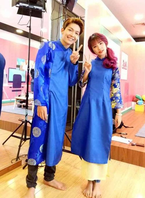 Sau lễ đính hôn bí mật tại Long Khánh, Đồng Nai vào ngày 25/4 vừa qua, Khởi My và Kelvin Khánh lần đầu xuất hiện trong buổi giao lưu 'Gặp là chiến'.