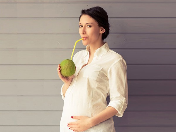 Bà bầu uống nước dừa khi nào? Các bạn đã biết chưa?