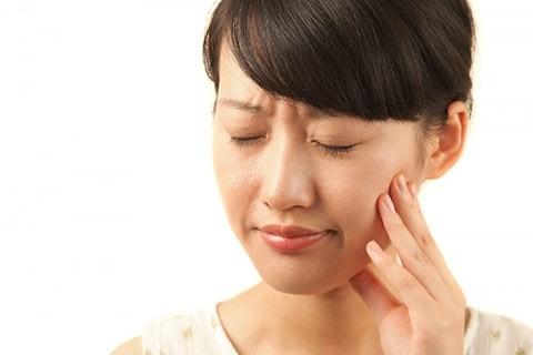 Nguyên nhân và cách chữa chứng buồn nôn khi đánh răng