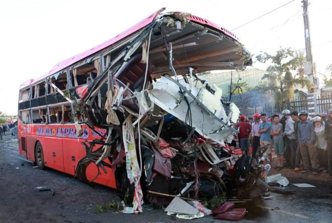 10 người chết, 24 người bị thương sau khi ôtô tải đối đầu xe khách - Ảnh 2