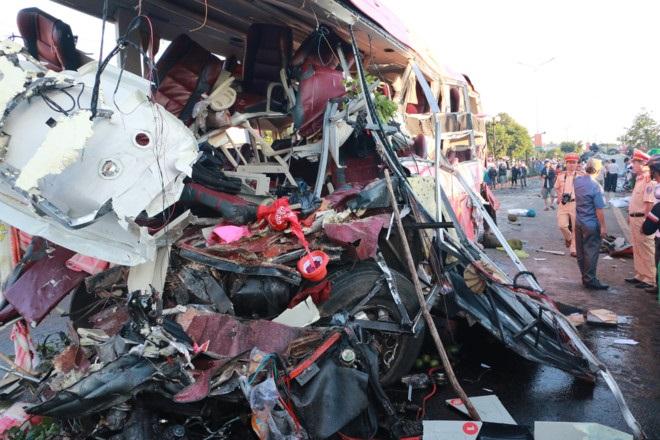 10 người chết, 24 người bị thương sau khi ôtô tải đối đầu xe khách - Ảnh 1