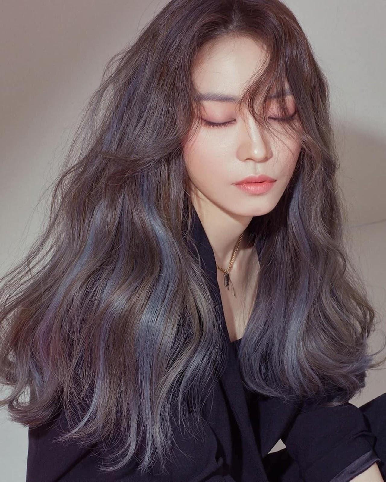 Chẳng còn lo tóc mất độ phồng, ép vào da đầu - 5 mẹo nhỏ giúp tóc không bị bết dính, suôn mềm như vừa mới gội - Ảnh 1