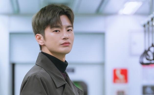 6 nam thần 'không tuổi' ở phim Hàn: Song Joong Ki bị thời gian bỏ quên nhưng 'anh Diệt' Seo In Guk mới gây bất ngờ - Ảnh 26
