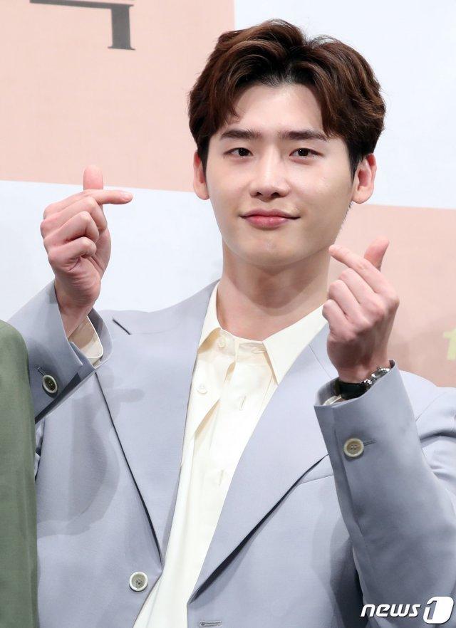 6 nam thần 'không tuổi' ở phim Hàn: Song Joong Ki bị thời gian bỏ quên nhưng 'anh Diệt' Seo In Guk mới gây bất ngờ - Ảnh 13