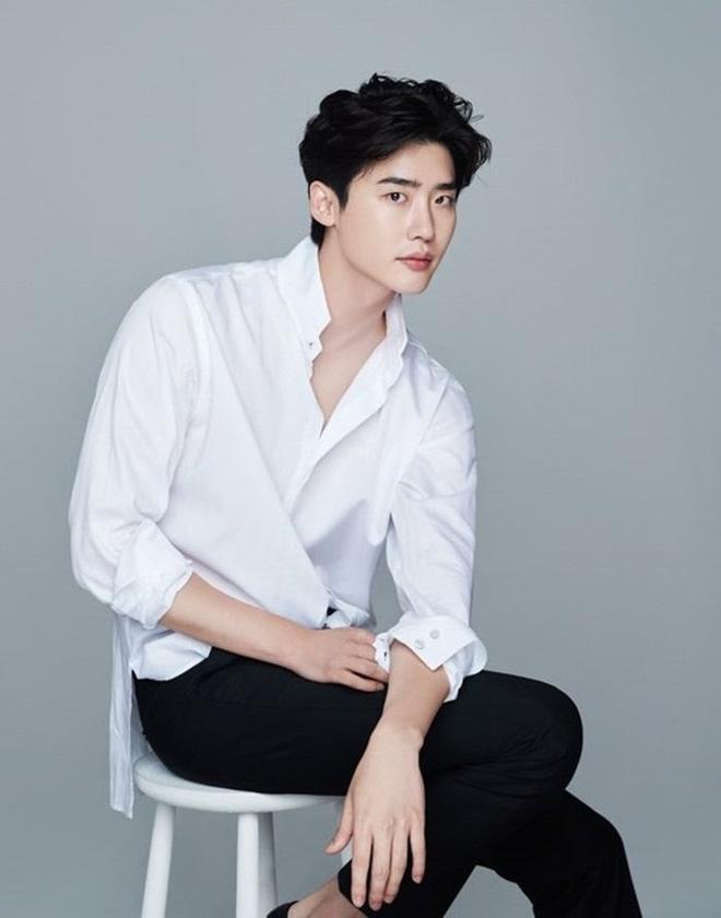 6 nam thần 'không tuổi' ở phim Hàn: Song Joong Ki bị thời gian bỏ quên nhưng 'anh Diệt' Seo In Guk mới gây bất ngờ - Ảnh 15