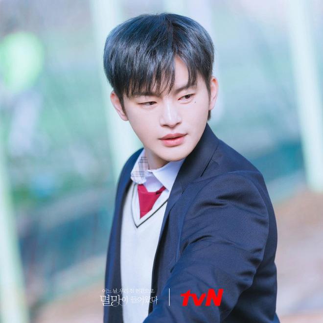 6 nam thần 'không tuổi' ở phim Hàn: Song Joong Ki bị thời gian bỏ quên nhưng 'anh Diệt' Seo In Guk mới gây bất ngờ - Ảnh 29