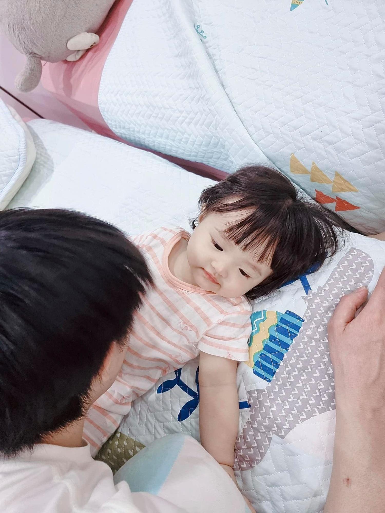Sao Việt 24h: Hà Hồ khoe chân dài miên man cùng Lisa, Ông Cao Thắng tâm sự mỏng với 'thư ký cưng' của vợ - Ảnh 7