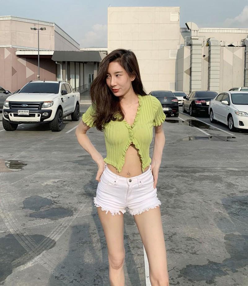 Các kiểu mặc cardigan độc lạ của Jennie mà khi nàng vận dụng là 'xinh quên lối về' - Ảnh 1