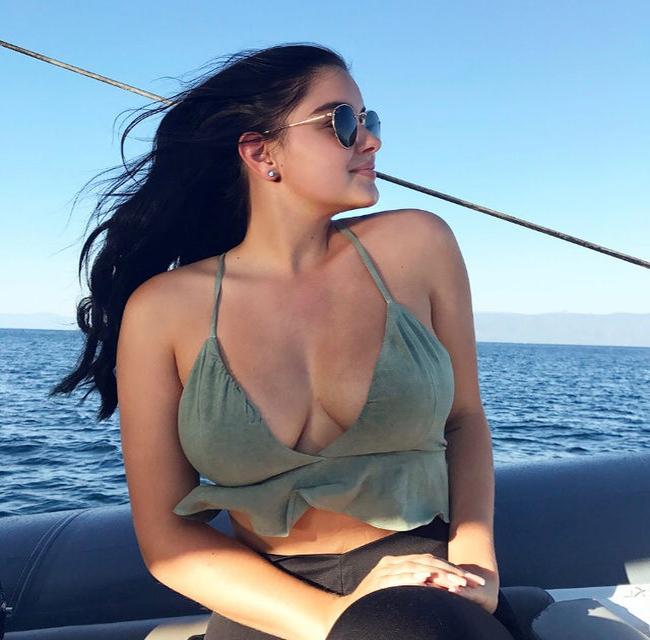 Hai mỹ nhân đình đám nhất làng giải trí Hollywood minh chứng phụ nữ càng béo càng đẹp, Selena Gomez nhan sắc ngày càng thăng hạng - Ảnh 17