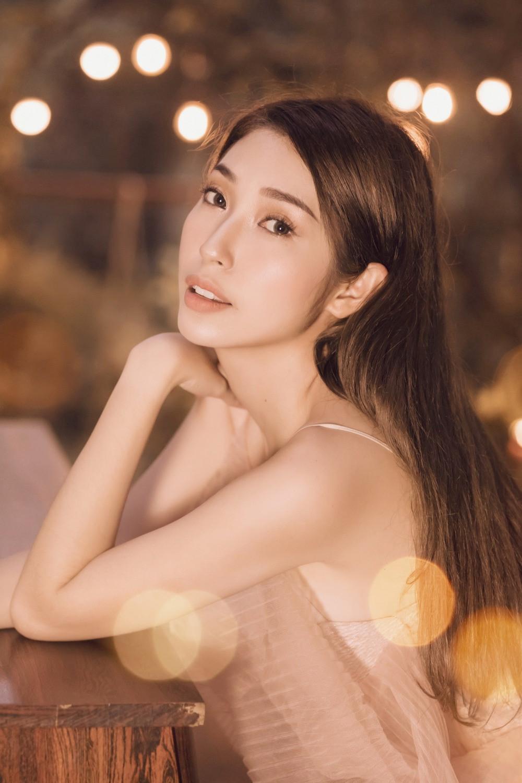 Hậu chia tay ca sĩ Khổng Tú Quỳnh minh chứng cho câu nói 'Phụ nữ đẹp khi không thuộc về ai', body ngày càng bốc lửa khiến dân tình xuýt xoa  - Ảnh 2