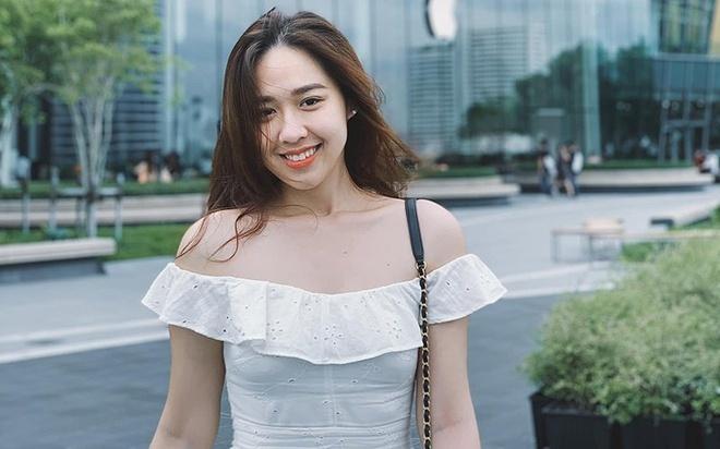 Từng 'dậy sóng' cộng đồng mạng, MC VTV được cầu hôn rùm beng trên máy bay lộ 'ảnh nóng'  - Ảnh 6