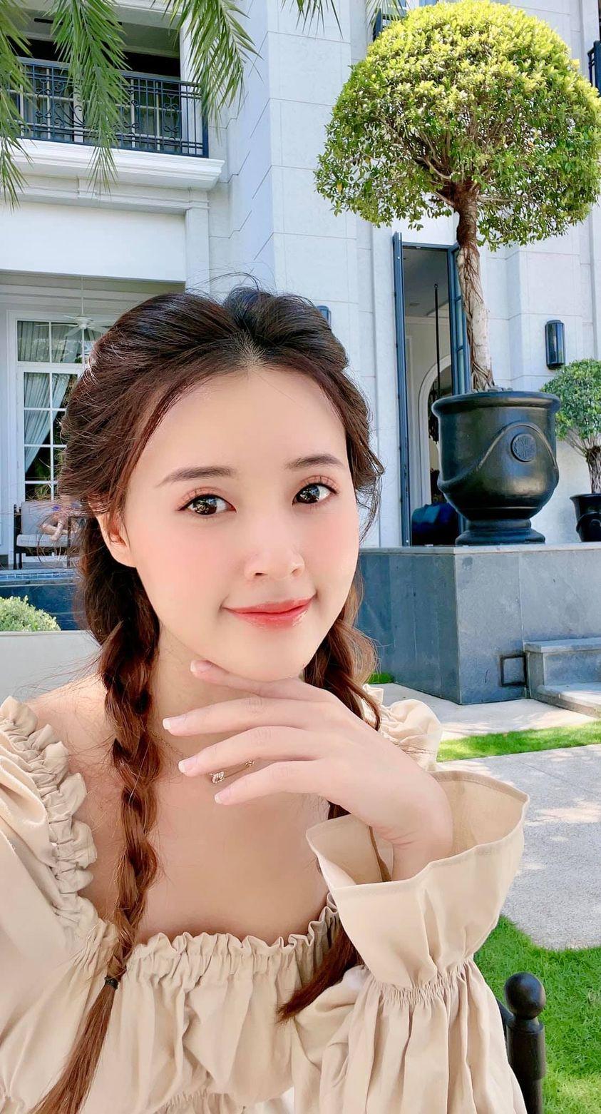 Sao Việt 24h: Hà Hồ khoe chân dài miên man cùng Lisa, Ông Cao Thắng tâm sự mỏng với 'thư ký cưng' của vợ - Ảnh 8