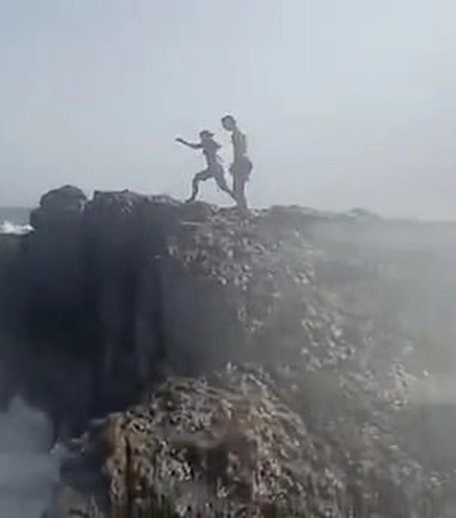 Quay chồng nhảy xuống biển, người vợ đau đớn không ngờ đó là khoảnh khắc cuối cùng ám ảnh cực độ  - Ảnh 4