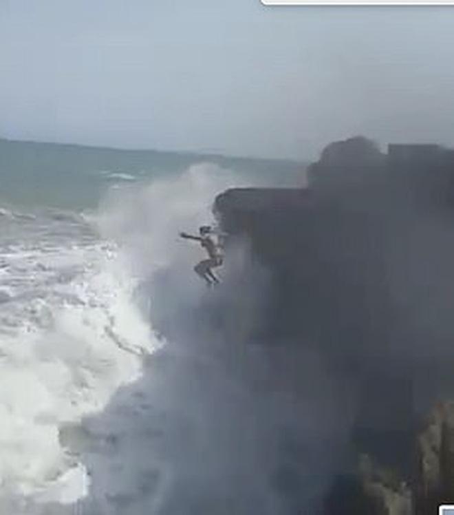 Quay chồng nhảy xuống biển, người vợ đau đớn không ngờ đó là khoảnh khắc cuối cùng ám ảnh cực độ  - Ảnh 5