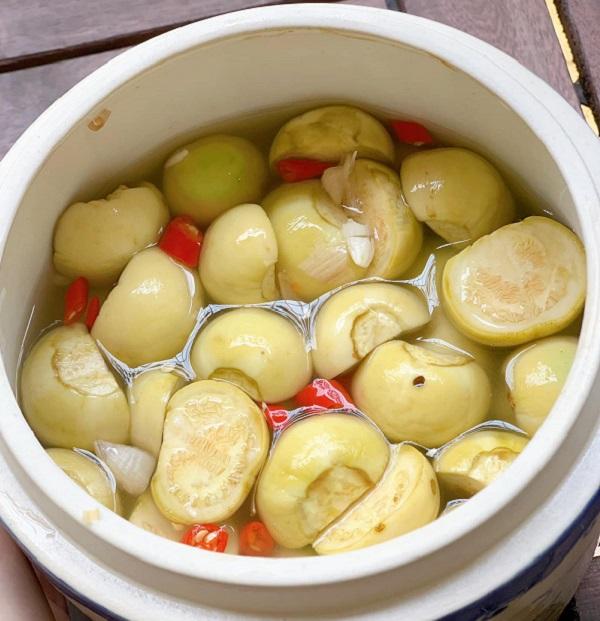 Học ngay cách làm bát cà muối đậm vị giòn rụm ăn kèm rau luộc, ngon 'quên ngày tháng' đấy chị em ơi! - Ảnh 1