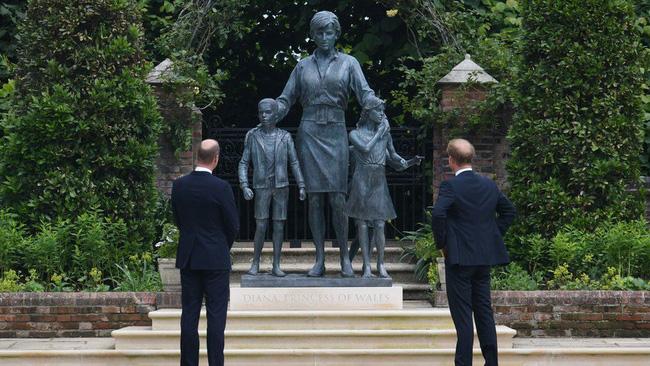 Hé lộ tham vọng của Harry và Meghan với di sản Công nương Diana khiến dư luận phản đối - Ảnh 2