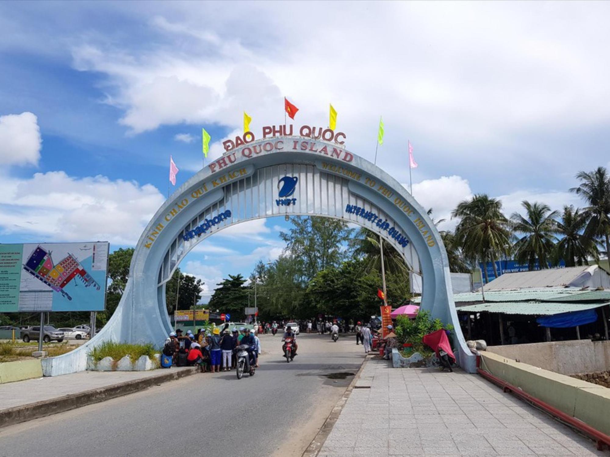 Chuẩn bị mở cửa đón khách du lịch, đảo ngọc Phú Quốc ghi nhận 17 ca mắc Covid-19 mới