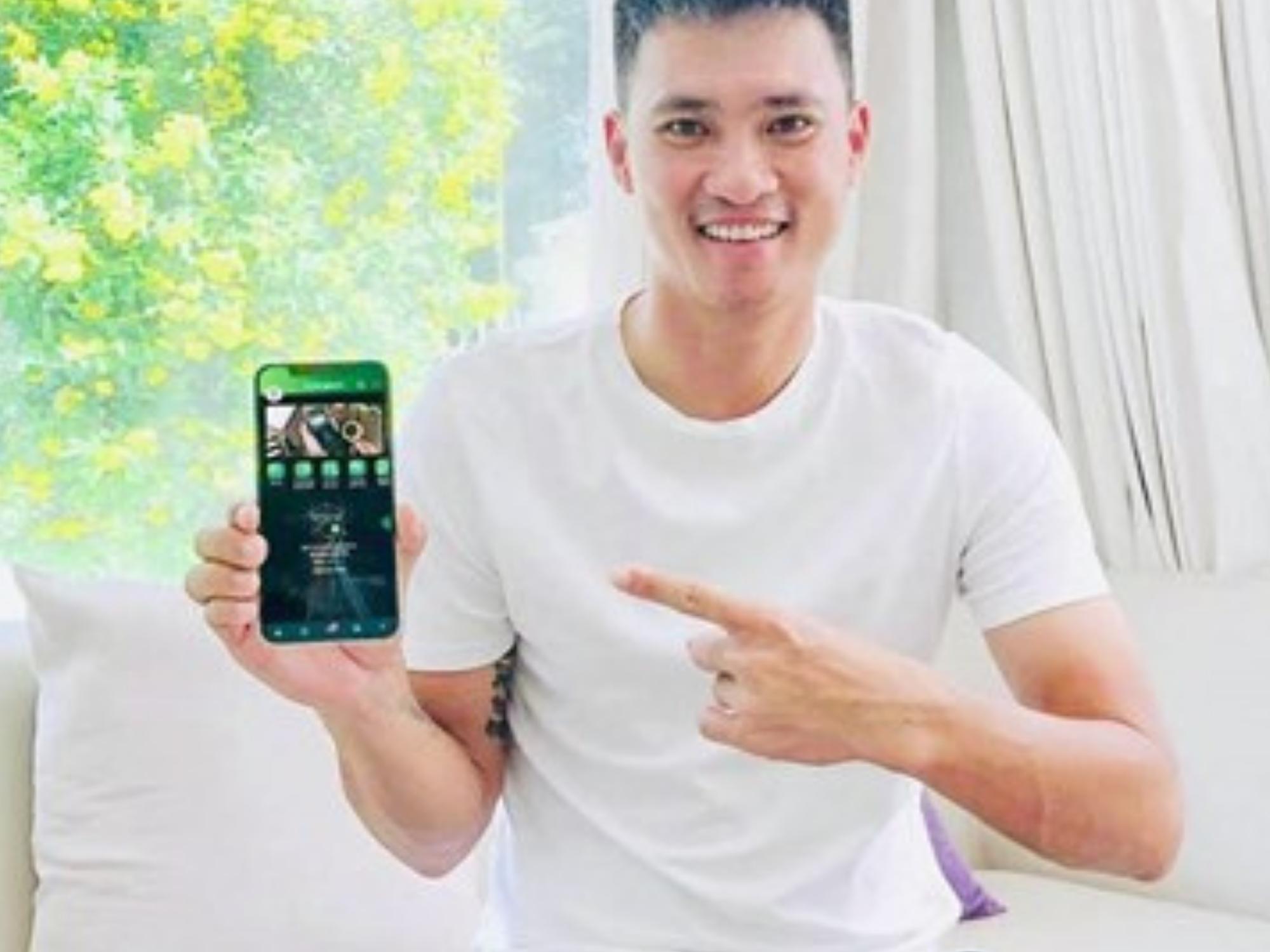 Bị 'tố' quảng cáo ứng dụng cá cược bóng đá, cầu thủ Công Vinh viết tâm thư đính chính cực căng