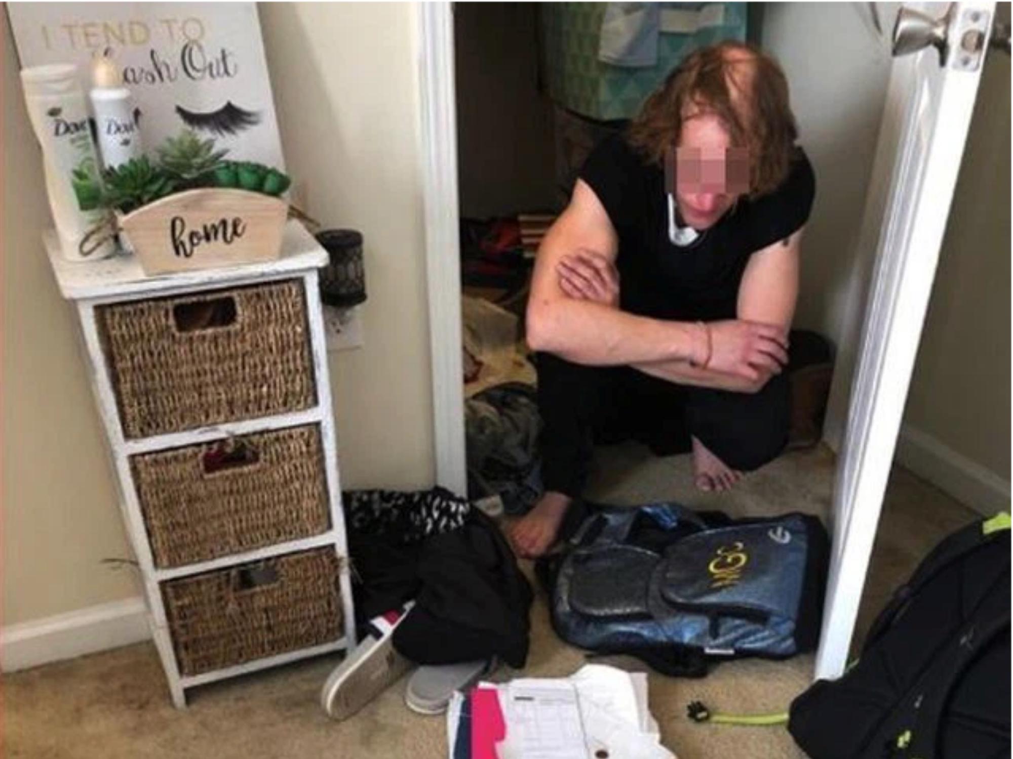 Thiếu nữ 15 tuổi lén giấu 'sugar daddy' trong tủ quần áo suốt nhiều năm để 'vui vẻ' bên nhau, bố mẹ 'chết đứng' khi phát hiện sự thật