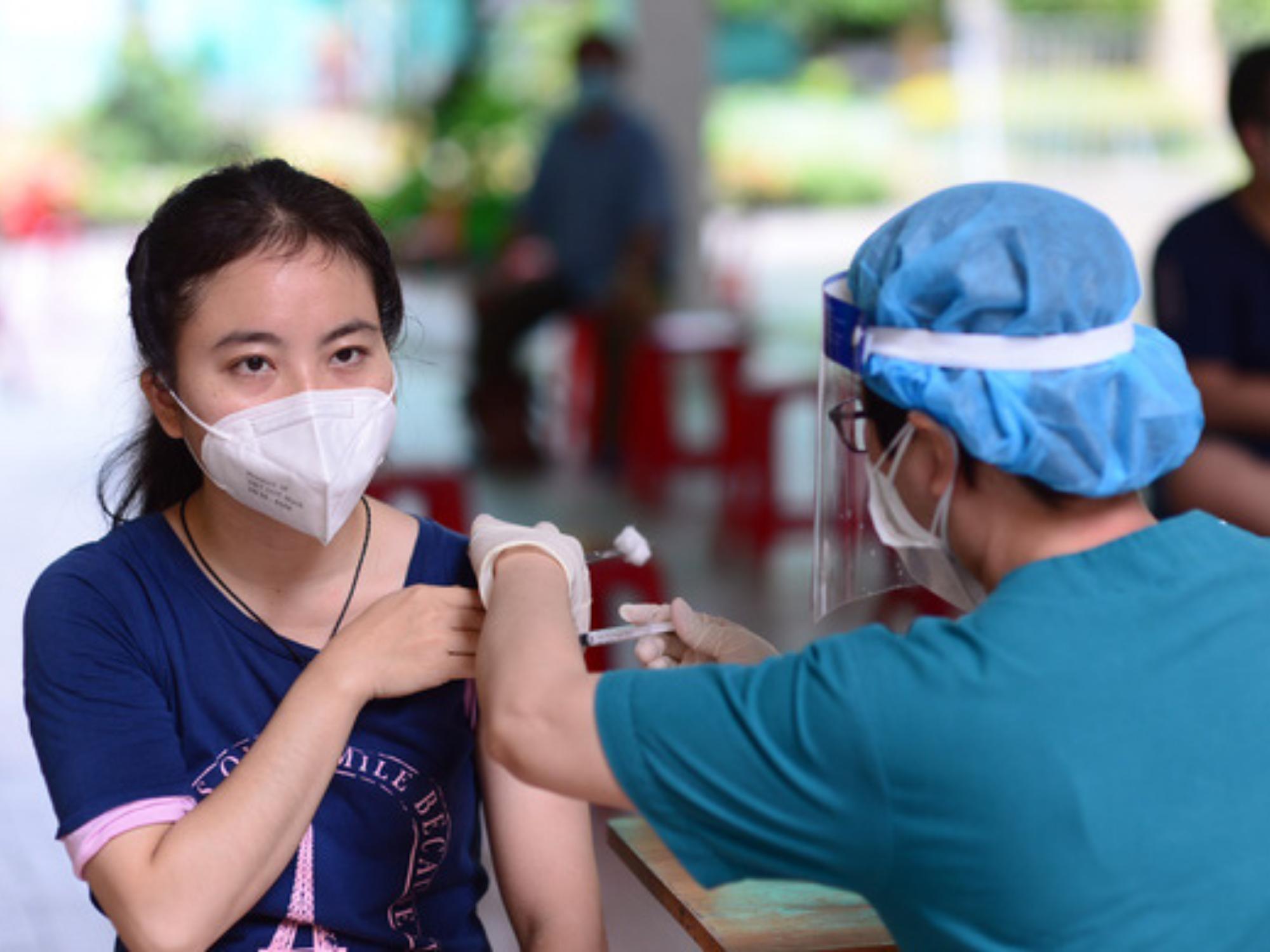 TP.HCM: Người dân trên 18 tuổi, chưa tiêm vaccine mũi 1 chỉ cần nhắn tin tổng đài để đăng ký
