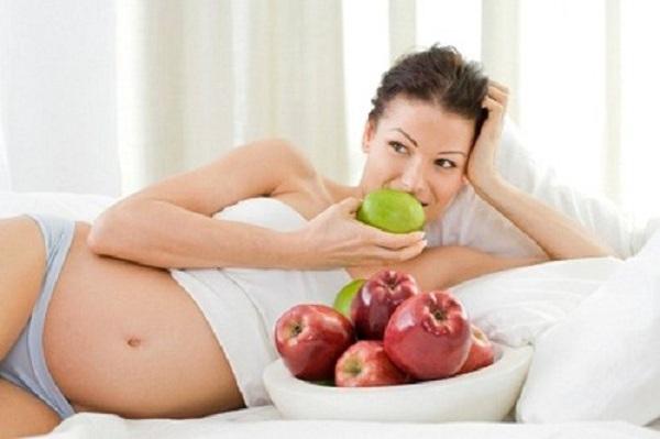 Mẹ nên ăn đầy đủ chất dinh dưỡng tốt cho thai nhi