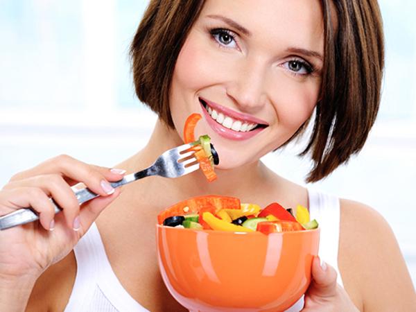 Để tránh tăng cân nhiều mẹ bầu hãy cắt giảm đồ ăn vặt và chia nhỏ các bữa ăn hàng ngay