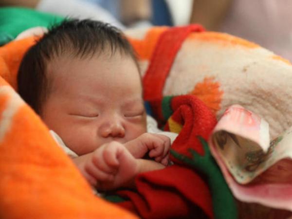 10 kiêng kỵ dân gian bố mẹ cần nhớ để bé sơ sinh lớn lên bình an, khỏe mạnh