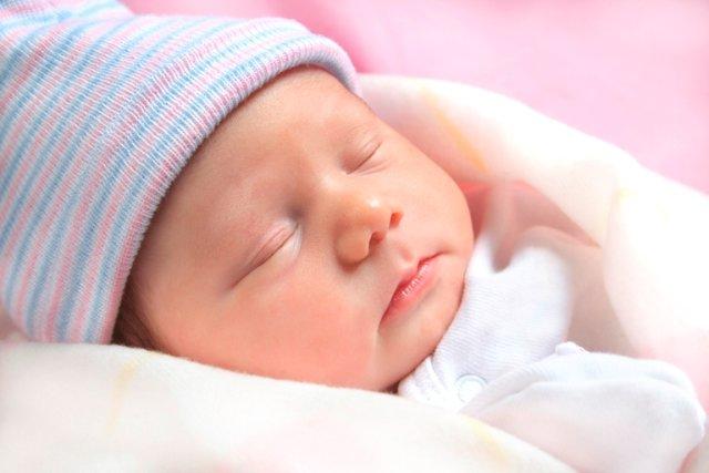 Những điều mẹ cần biết về thời gian ngủ của trẻ sơ sinh từ 1-6 tháng tuổi - Ảnh 1